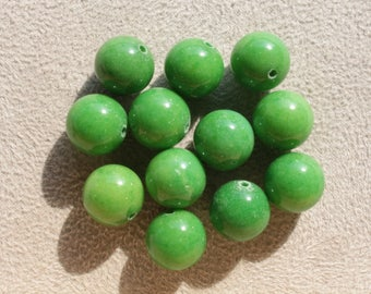 10 Jade Mashan 12mm Apple green color beads