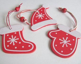 Décor de Noël en bois peint costume de Père Noël avec bonnet gant et botte rouges