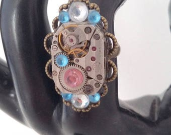 With Rhinestone adjustable steampunk ring