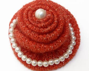 Brooch hair clip knit and Pearl imitation beads. Red and white