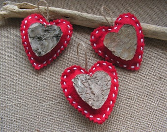 Red Christmas 3 hearts decorations in felt and bark natural to dress up your Christmas tree