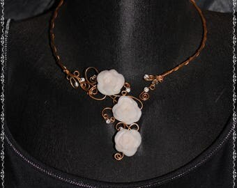 The Choker necklace roses white and gold metal