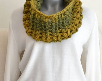 woolen scarf knitted in one hook