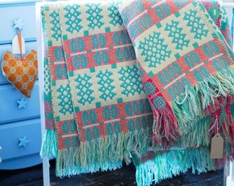 Vintage Welsh Tapestry Blanket, Green and Red Welsh Blanket, Traditional Welsh Blanket, Caernafon Blanket, Welsh Wool Mill Blanket