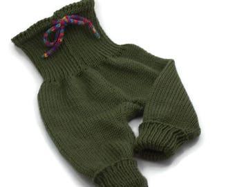 Knitted baby pants Grow With Me olive green Baby gift 100% merino wool Babyhose gestrickt WACHSE MIT MIR aus reiner Merinowolle Bébé layette