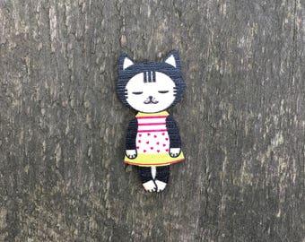 Badge «Kitty in dress»