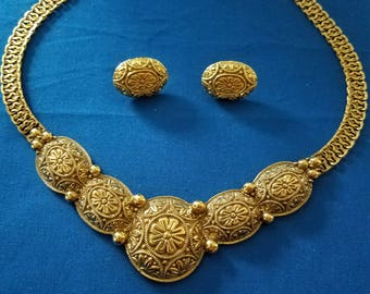 vintage gold tone necklace with matching earrings