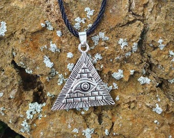 Sale ~ All seeing eye evil eye ptotection amulet necklace