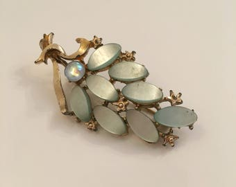 Vintage tree/branch gold tone brooch with lucite leaves
