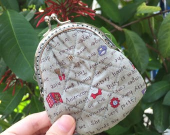 Small Coin Purse made of Japanese fabric, Kiss Lock Purse.
