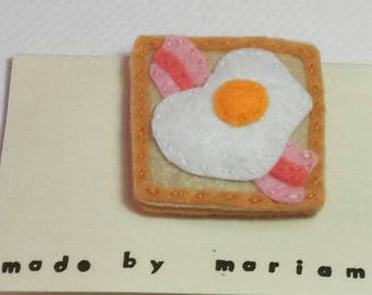 Bacon n egg on toast brooch