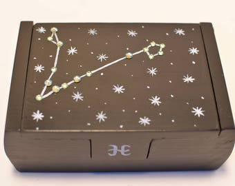 Pisces zodiac constellation box