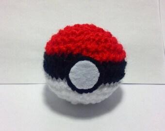Mini knitted pokeball