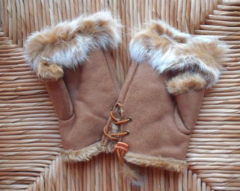 Suede and faux fur mittens