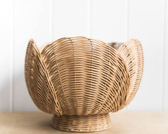 Woven Flower Shape Basket // Medium Wicker Fruit Basket // Home Decor Basket // Unique Basket