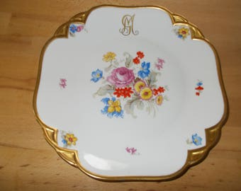 Cake platter with beautiful floral décor made of fine porcelain