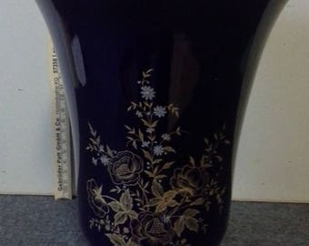Very beautiful Weimar porcelain vase in cobalt blue with gold and floral vines