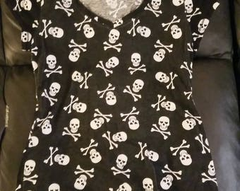 Skull and bones black t-shirt