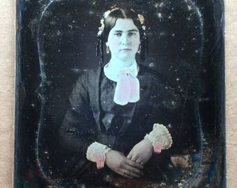 Early 19th Cent. Tinted DAGUERREOTYPE 1/6 Plate Beautiful Young Woman Orig Seal