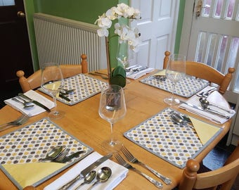 Placemats with cutlery pocket