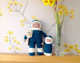 Hand knitted Inuit mother and child doll