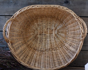 French antique oval wicker bakery basket 19's. Large basket braiding tray. French tray. Dressing table decor. Laundry basket. Fruit basket.