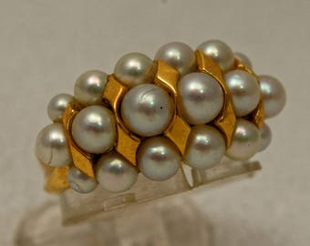 Yellow gold ring and beads