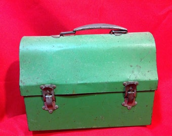 Vintage/Retro Workers' Metal Lunch Pail/Box in the Green