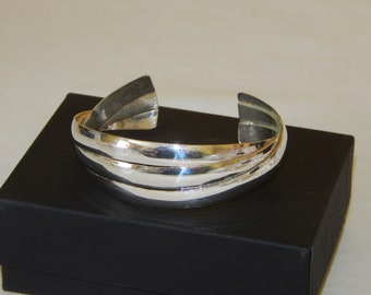 Beautiful Vintage Sterling Silver Cuff Bracelet 26 Grams