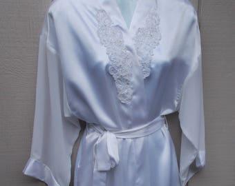 Vintage White Wrap Robe / 80s satin poly Long Maxi Robe Loungewear / Sz Med - Lge