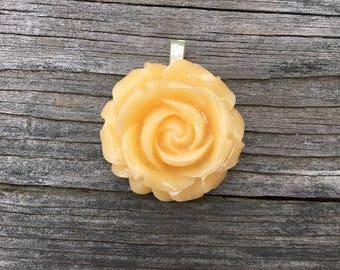 Resin Flower Pendant - Cream
