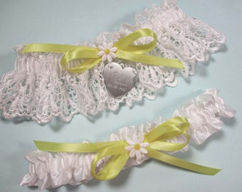 Daisy Wedding Garter Set, Personalized Bridal Garters in White Lace with Engraving and a Custom Color Bow