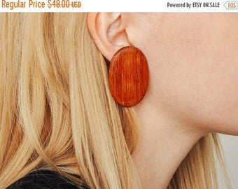 ON SALE Vintage Oval Wood Earrings