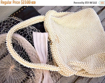 30% MOVING SALE Vintage ivory beaded handbag / sweet little date purse with kiss clasp
