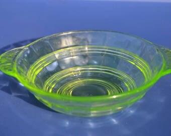 Vintage Green Uranium Glass Berry Bowl Vaseline Glass