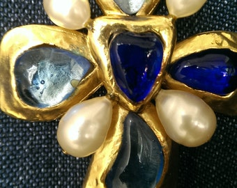 Gorgeous vintage Chanel gripoix gold plate cross brooch/pendant with pearls