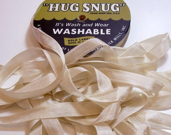 Hug Snug Croquette Rayon Seam Binding 1/2 inch wide x 100 yards, Champagne Seam Binding