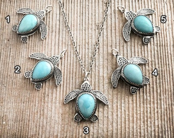 Sea turtle necklace in sterling silver and Larimar, Beach jewelry