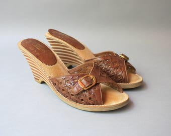 1970s Leather Wedges / Vintage 70s Woven Leather Sandals / 70s Striped Stacked Heel Open Toe Shoes 8.5 narrow
