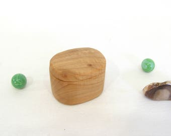 Little Wooden Box, Maple Wood, heartwood, guitar pick box, engagement ring box, proposal, ring box, small jewelry box, earring box