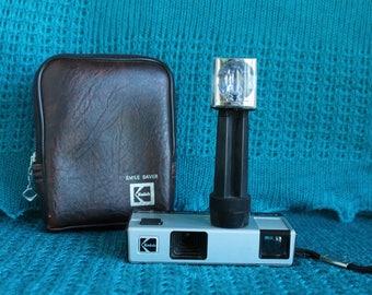 Kodak pocket Instamatic 10 Camera with flash cube and case
