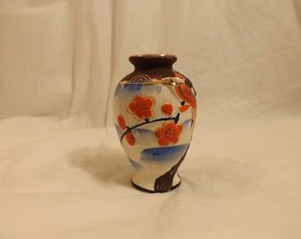 FREE SHIPPING vintage small vase Japan (Vault B2)