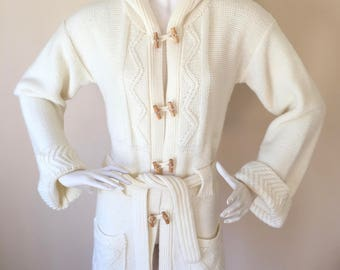 Vintage 1970s Cream Colored Cable Knit Hooded Long Sleeve Cardigan Sweater