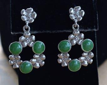 On sale Emerald Green, Silver tone Floral Pierced Earrings, Vintage, Dangle (N2)