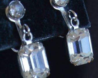 ON SALE Pretty Vintage Emerald Cut Rhinestone Dangle Screw back Earrings, Silver tone