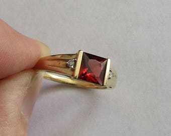 RESERVED for trentidaniel, Gorgeous Princess Cut Garnet Ring w/diamond accents, 3 g 10K Y Gold, size 6.3, free US first class shiipping