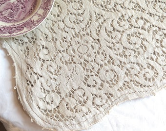 "Vintage Quaker Lace Style Tablecloth in Ecru Cotton/Rayon 80"" x 64"""