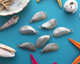 Antique Silver Mussel Shell Charms, 11x27mm, 2pcs / Nunn Designs, Shell Pendants, Nautical, Beach Charms, Sea Shell, Jewelry Supplies