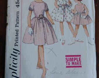 Simplicity 4366 1962 Girls Full Skirted Party Dress Pattern Size 10