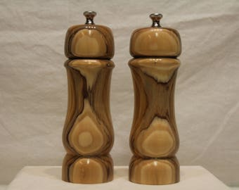 7 Inch HARDWOOD SALT And PEPPERMILL Set Numbers 1566   1567